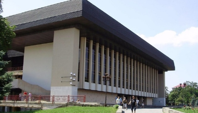 Закарпатський обласний муздрамтеатр відкриває сезон після піврічного карантину
