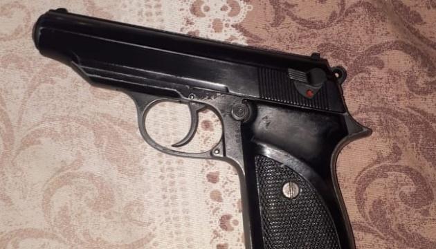 У Дніпрі затримали озброєного чоловіка з підробленим посвідченням майора СБУ