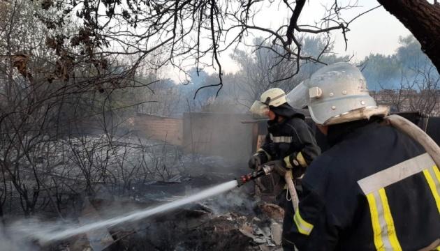 Спасатели продолжают тушить пожары на Луганщине
