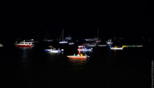 Гогольfest в Херсоне открыли вечерним шоу на трофейных моста