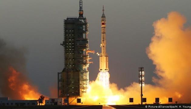 Китайский космический шаттл успешно вернулся на Землю