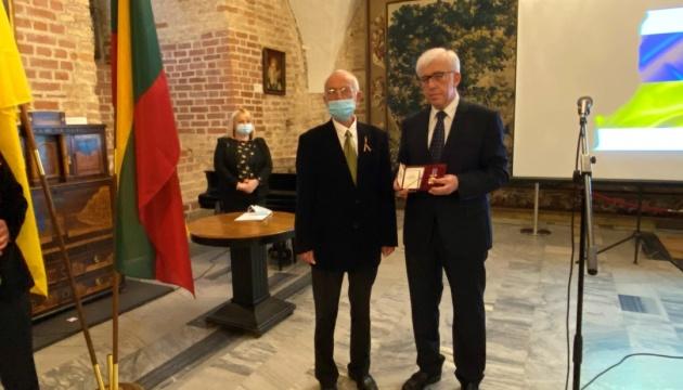 Голова Асоціації прибалтійських українців Леонід Тригуб отримав державну нагороду України