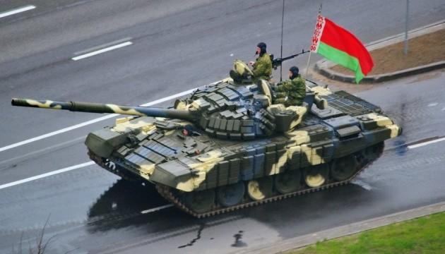 В Беларуси танковый резерв и артбазы привели