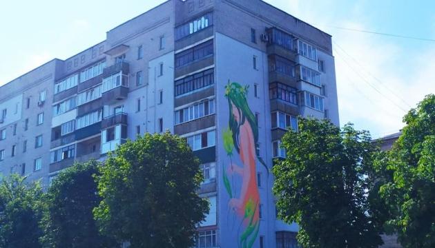 В Новоград-Волынском создали 20 метровый мурал Нимфы из