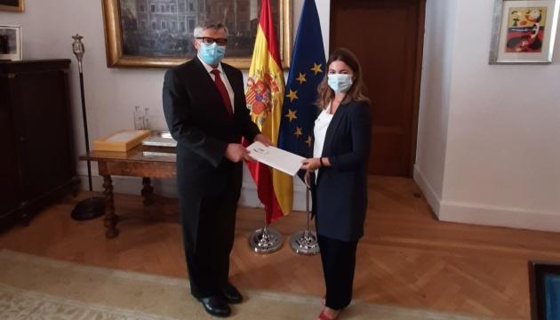 Embajador de Ucrania en España presenta copias de credenciales