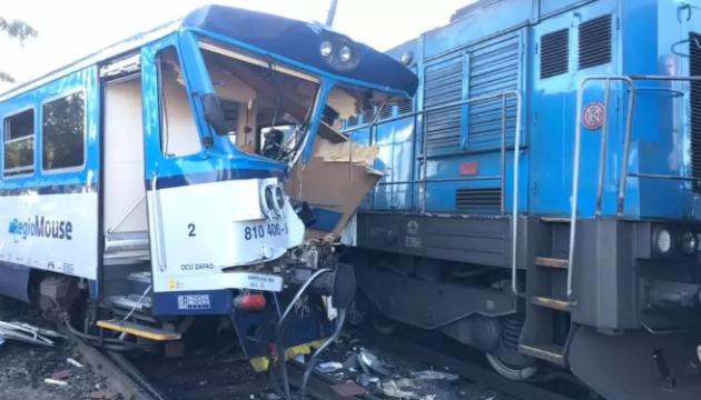 У Чехії пасажирський потяг в'їхав у локомотив, десятки постраждалих