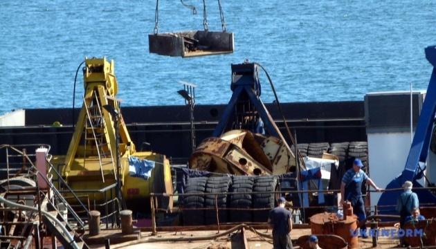 Танкер Delfi готовятся оттянуть из Одессы в Черноморск