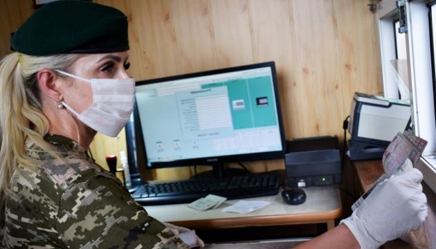На кордоні України попросили захисту 15 громадян Білорусі