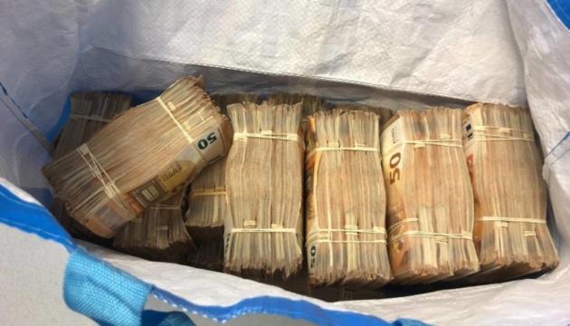 У Нідерландах затримали чоловіка з 500 000 євро готівки