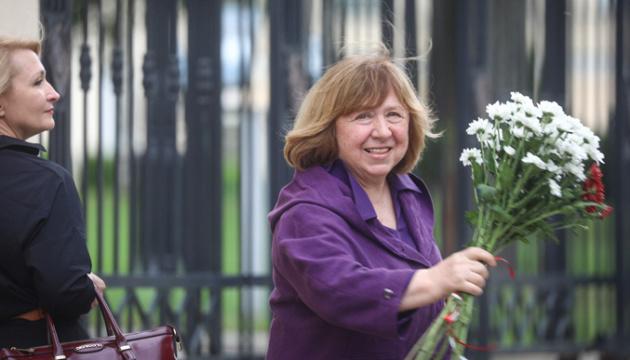 Алексієвич пише книгу про масові протести у Білорусі