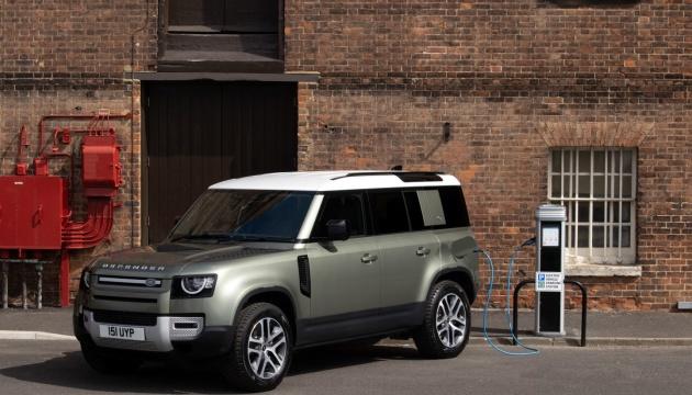 """Land Rover представив позашляховик-гібрид із двигуном на 296 """"коней"""""""