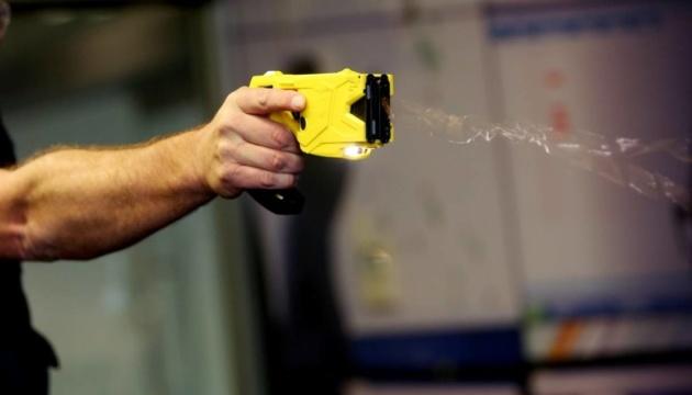 Електрошокери замість зброї та кийків - Кабмін погодив законопроєкт