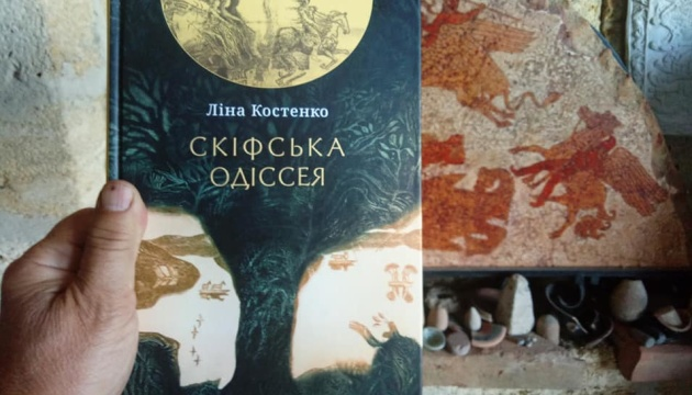Фантастичну поему Ліни Костенко проілюстрував винахідник геліографіті