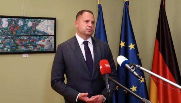 イェルマーク大統領府長官、英国首相補佐官とウクライナ東部情勢を協議