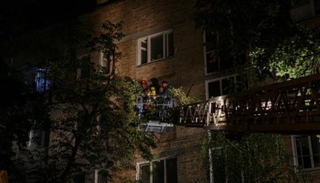 У Києві вночі горіла багатоповерхівка, загинула жінка