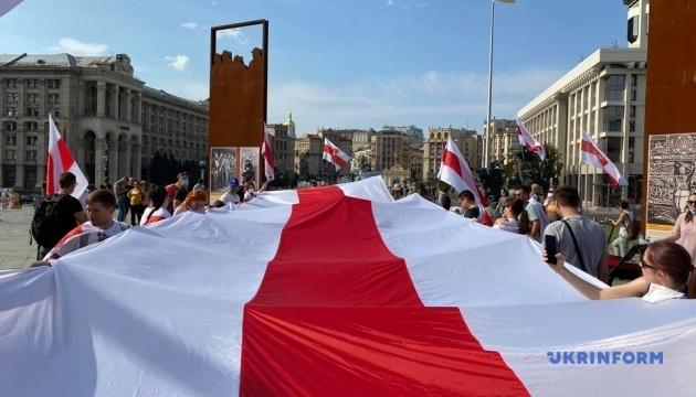 キーウ市でベラルーシ抗議者との連帯集会開催