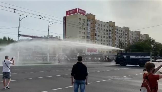 У Бресті проти мітингувальників застосували водомет