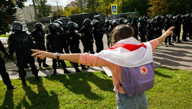 Протести в Мінську: правозахисники кажуть про 390 затриманих