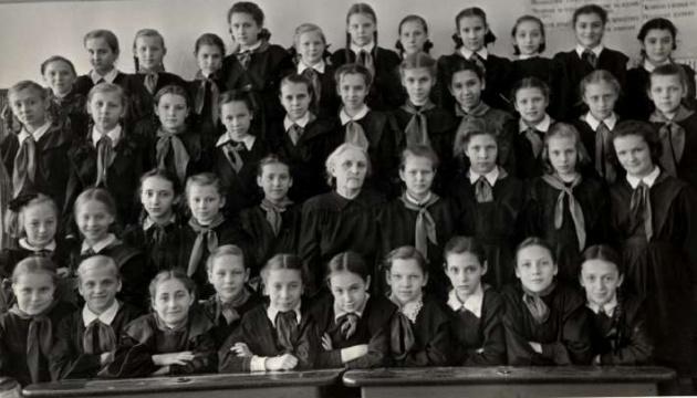 Хлопчики окремо, дівчатка – теж окремо, або Як Сталін гендер у школі ділив
