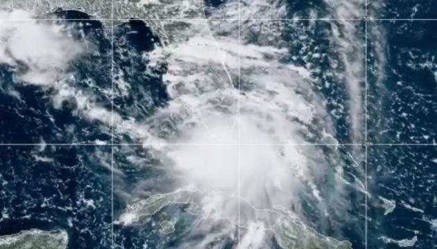В Новом Орлеане эвакуируют жителей из-за урагана