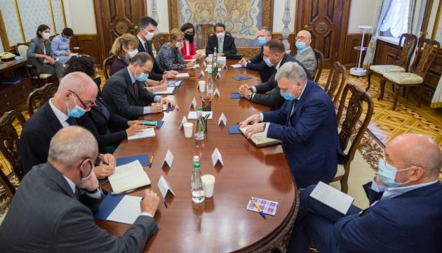 大統領府長官、G7大使にノルマンディ4国首脳補佐官級会合の結果を報告