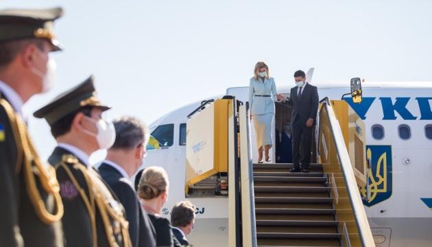 Перший міжнародний візит за час карантину: Зеленський прилетів до Австрії