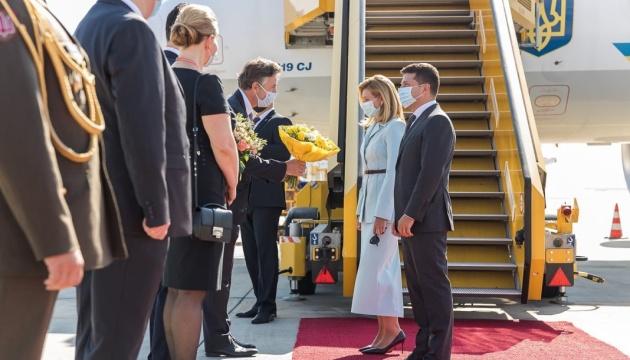Pierwsza wizyta międzynarodowa od wprowadzenia kwarantanny - Zełenski przybył do Austrii