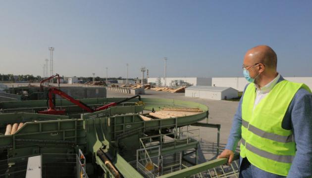 Украина должна создать условия для развития деревообрабатывающей отрасли - Шмыгаль