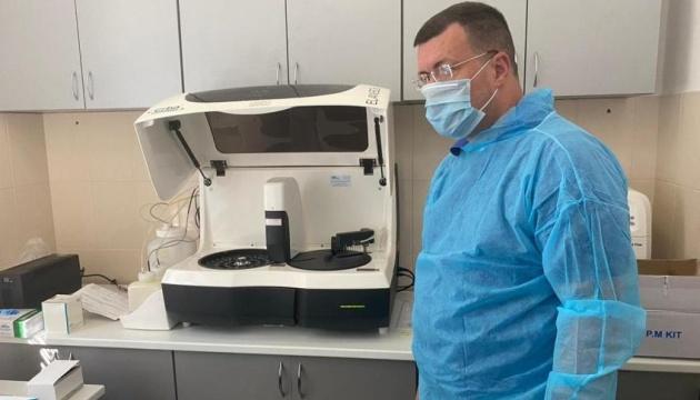 Центр легочных болезней на Закарпатье получил уникальный аппарат для ИФА-тестов