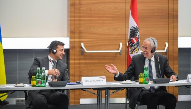 Zelensky invita a las empresas austriacas a sumarse a la