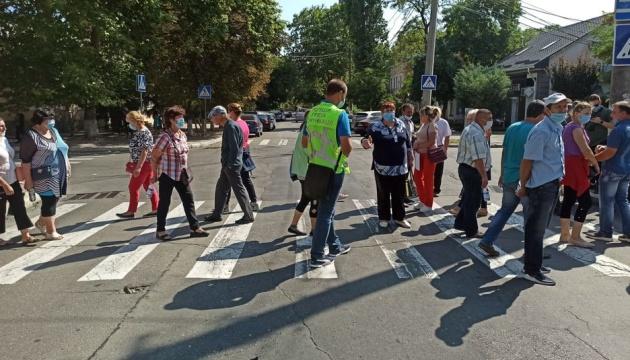 У Миколаєві працівники держпідприємства перекрили дорогу біля Нацполіції й СБУ