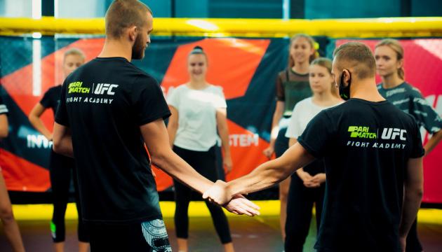 У Києві дівчата вчилися відпрацьовувати базові навички самооборони