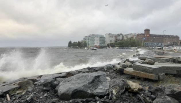 Финляндию накрыл шторм, более 60 тысяч домов - без света