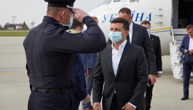 Украинская армия должна быстро достичь взаимосовместимости с НАТО - Зеленский