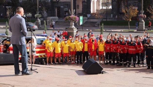 Кличко нагородив рятувальників за ліквідацію наслідків вибуху на Позняках
