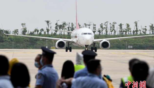 В китайский Ухань прилетел первый за время пандемии международный авиарейс