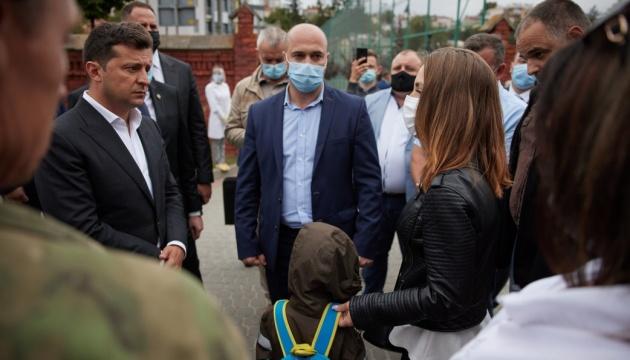 Президент у Львові поспілкувався з рідними загиблих на Донбасі