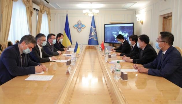 CSND: Ucrania y China tratan una mayor cooperación política, económica y de seguridad