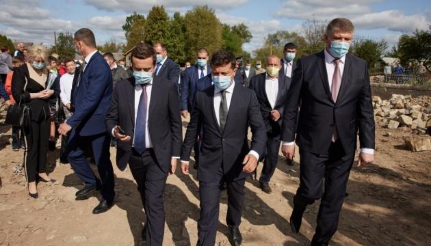 Наводнения на Прикарпатье: Зеленский хочет проверить, куда пошли деньги для ликвидации