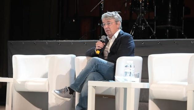 Національний круглий стіл «Щастя як мета»: Ткаченко закликав українців повірити у себе