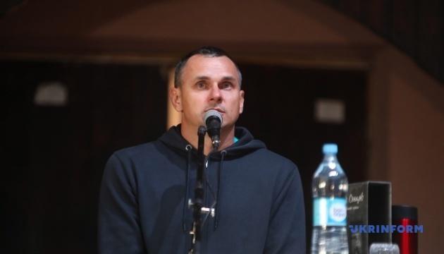 Сенцов презентовал в Киеве книгу, написанную за решеткой