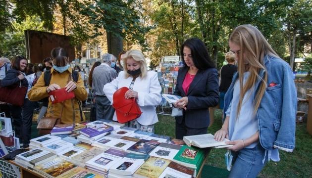 В Ужгороді триває Книга-фест: кращі новинки та спілкування з письменниками