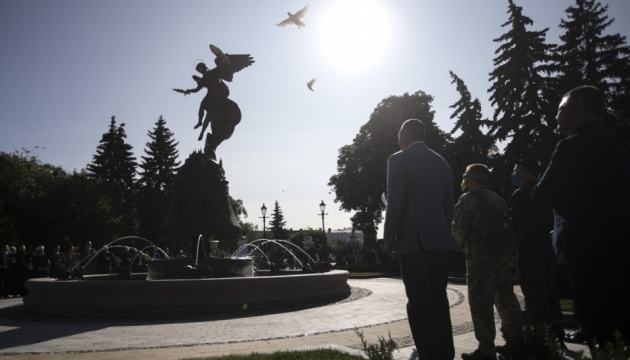 На Володимирській гірці відкрився фонтан зі скульптурою небесного покровителя Києва
