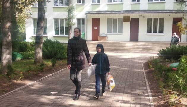 Мінській активістці повернули сина, якого забрали до притулку після її затримання