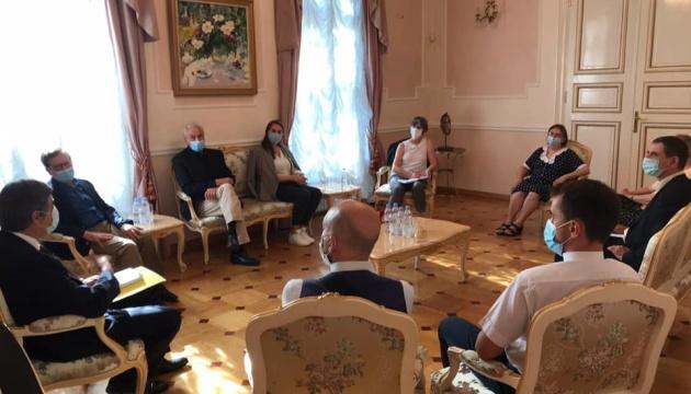 Украины во Франции должно быть больше — посол Омельченко