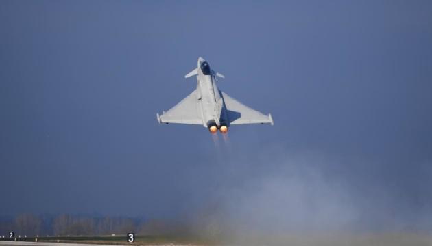 Авіація і флот Британії посилено патрулюють російські кордони