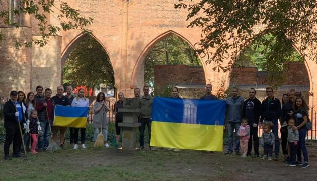 Українці в світі долучилися до Всесвітнього дня прибирання