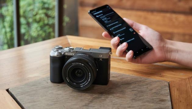 Sony представила самую маленькую и легкую полнокадровую камеру