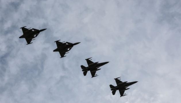 Винищувачі НАТО вісім разів за тиждень перехоплювали військові літаки РФ над Балтикою