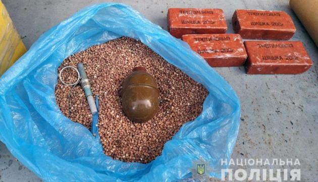 В Авдеевке мужчина пытался отправить по почте боеприпасы и взрывчатку